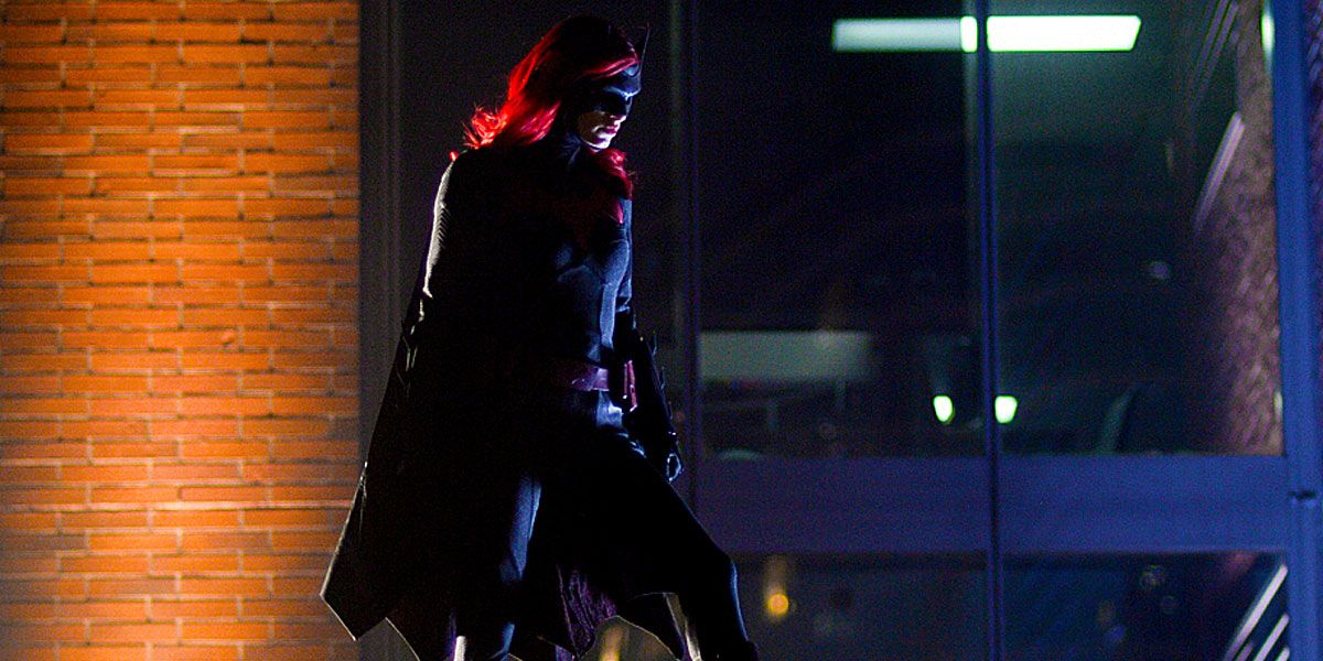 Batwoman Synopsis Welcomes One of Batman's Foes Back to Gotham City