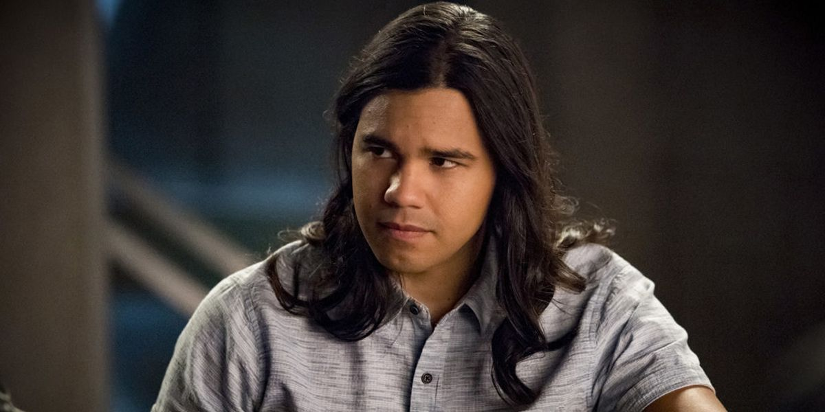 The Flash: Cisco's New Shirt Reflects the Arrowverse's Post-Crisis Changes