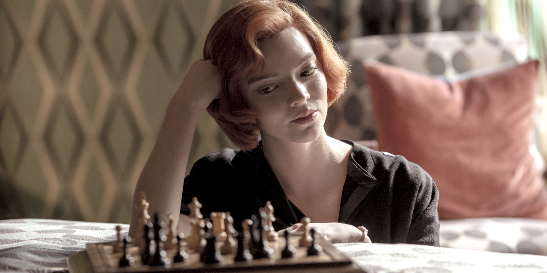 The Queen's Gambit Makes Chess More Cinematic Than Ever | CBR