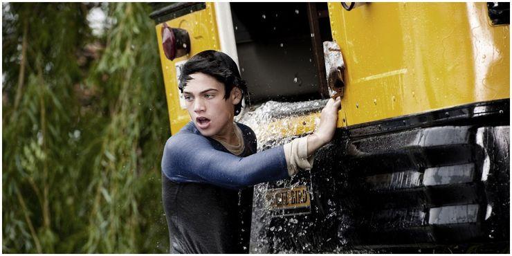 2013 film Man of Steel Young Clark Saves His School Bus sinking in the river - Cuando la bondad y amabilidad de Superman se interpusieron en el camino