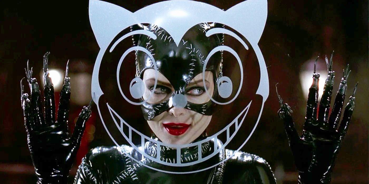 Catwoman Is a Seductive Zombie in Batman Returns